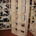 Weinregal mit 10 Fächer aus Fichten-Vollholz